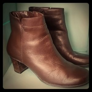 6.5 St Johns Bay Heeled Boot Round Toe Brown Shoe